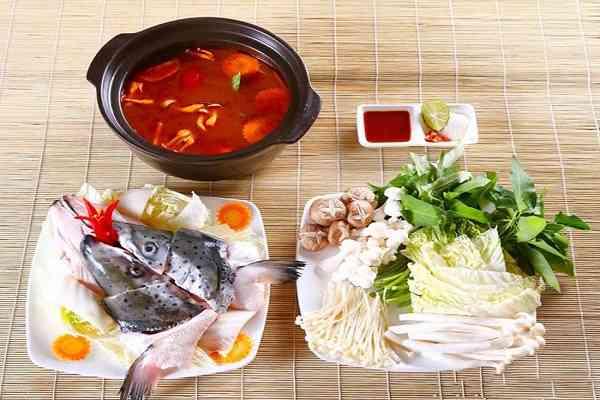 Cách làm lẩu cá hồi nấu măng chua